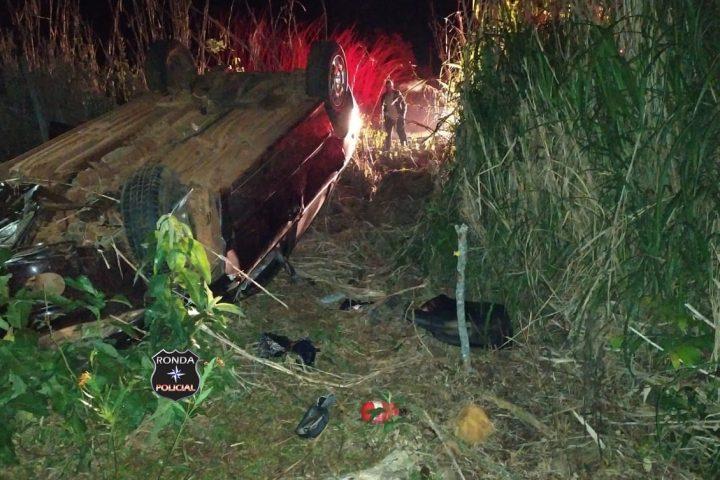 Duas pessoas ficam feridas em capotamento envolvendo veículo de Xaxim na SC-480 durante a madrugada