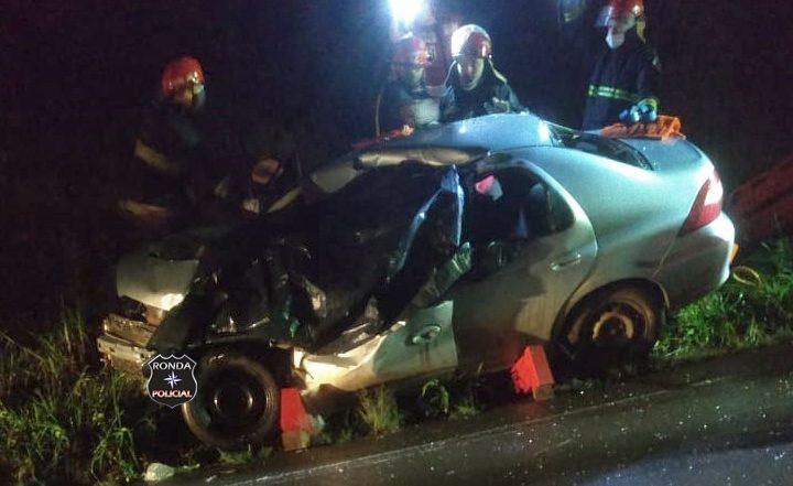 Filho de vereador morre em grave acidente entre carro e caminhão