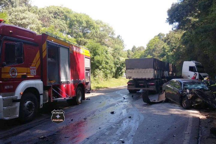Motorista fica preso às ferragens e morre em grave acidente na BR-282