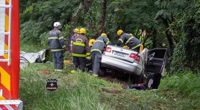 Motorista fica preso às ferragens em grave acidente na BR-282