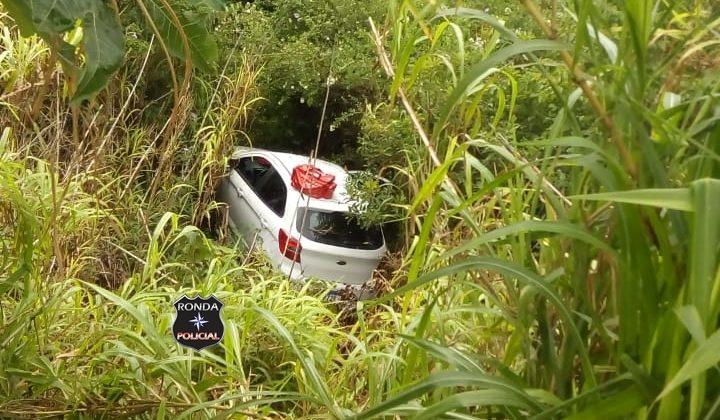 Motorista fica ferido ao despencar com carro em ribanceira a margem da 282 em Xaxim