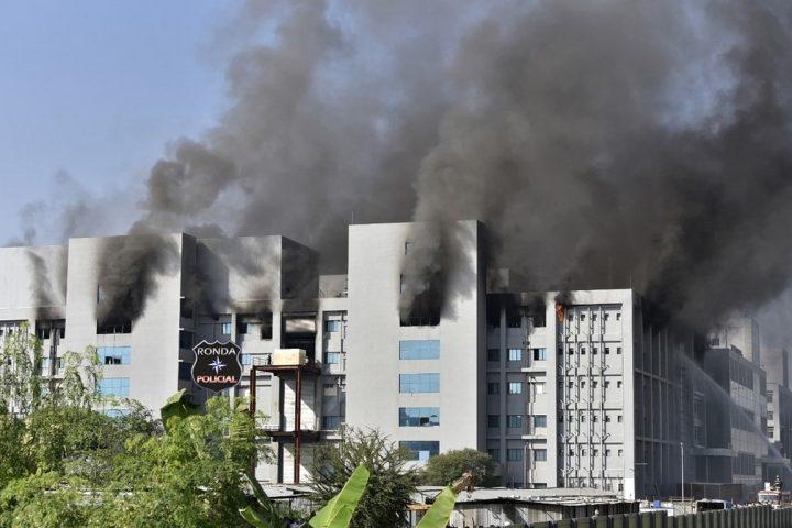 Incêndio atinge prédio do Instituto Serum, fabricante de vacinas contra Covid-19 na Índia