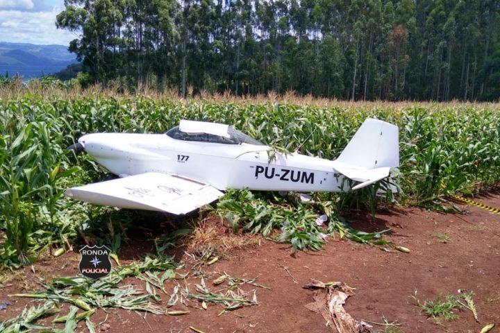 Avião faz pouso forçado em lavoura de milho no Oeste