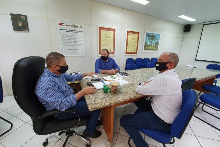 Prefeito e secretário de administração de Xaxim cumprem agenda na capital do Estado
